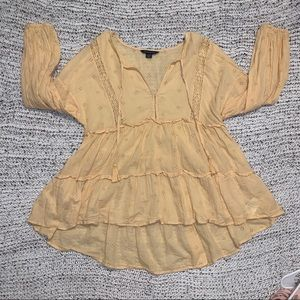 Gorgeous Yellow Blouse w Front Ties